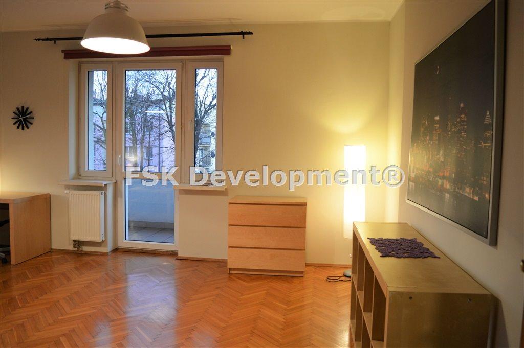 Dwa niezależne pokoje, z dużym balkonem obok śum !