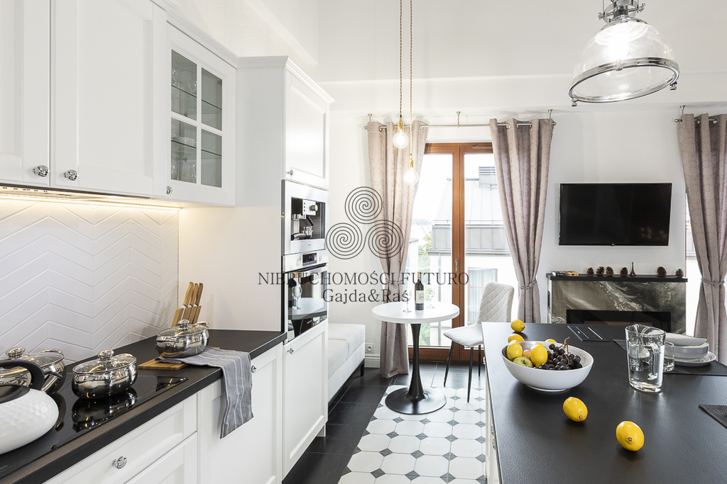 """Idealny """"paryski apartament"""" przy starym rynku!"""