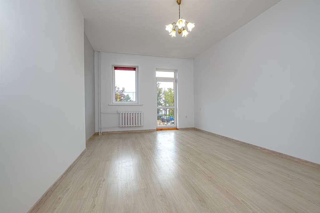 Mieszkanie 2 pokojowe na i piętrze.