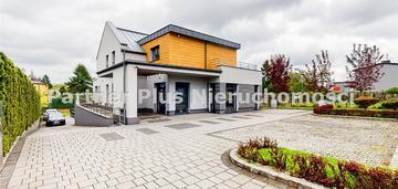 Dom o wysokim standardzie* basen, kort ternisowy