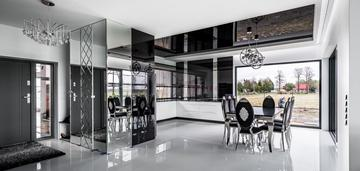 Piękny i nowoczesny dom w stylu glamour z basenem