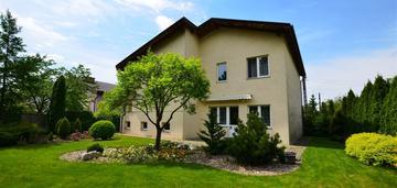 Komfortowy i funkcjonalny dom w białych błotach