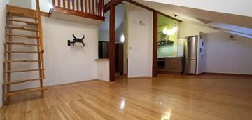 Duże, dwupoziomowe mieszkanie z garażem
