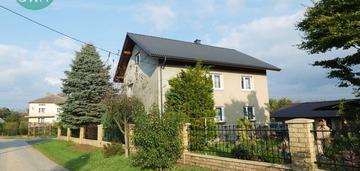 Dom z dwoma mieszkaniami- wiele możliwości