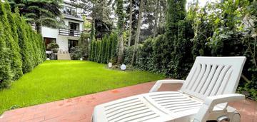 Piękny luksusowy dom z ogrodem sadyba