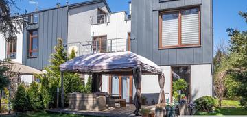 Urządzony dom z tarasem na dachu i ogrodem!