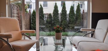Mieszkanie z ogródkiem i miejscem postojowym