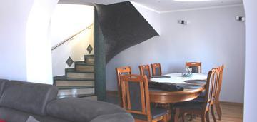 Funkcjonalny dom w atrakcyjnej lokalizacji!
