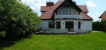 Józefosław, dom 400 m2, 10 pokoi, dz. 2400 m2.