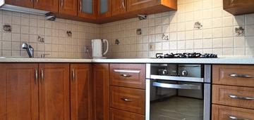 Możliwe 3 pok, duża kuchnia z oknem.