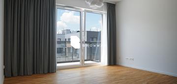 Eleganckie mieszkanie z piwnicą, balkonem, garażem