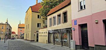 Budynek mieszkalno-usługowy tuż przy rynku miasta