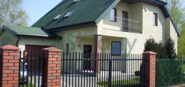 Piękny , dwupokoleniowy dom