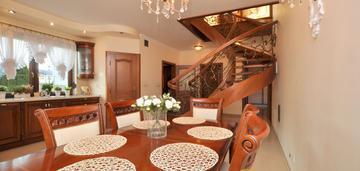 = piękny dom z budynkiem mieszkalno gospodarczym =
