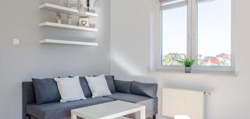 2 pokoje z dużym balkonem w spokojnej okolicy