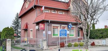 Dom wolnostojący z apteką i gabinetem lekarskim