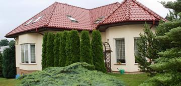 Elegancki dom przy lesie z garażem  2stanowiskowym