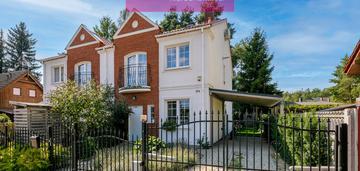 Dom w stylu angielskim w świetnej lokalizacji.