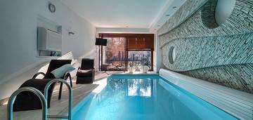 Luksusowy dom w wesołej spa i basen