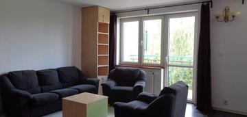Dwudziestoletnie mieszkanie z balkonem i komórką.