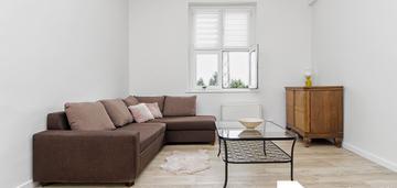 Przestronne i jasne 2 pokojowe mieszkanie na dębcu