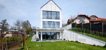 Przestrzenny dom w nowoczesnym stylu