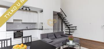 Dwupoziomowy apartament z widokiem na las taras