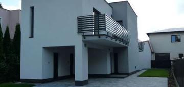 Nowy dom w centrum piaseczna przy pkp