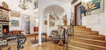 Unikatowy dom w ponadczasowym stylu na bielanach