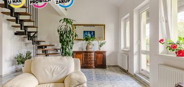Słoneczne, dwupoziomowe mieszkanie dla rodziny