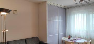 Dwustronne, dwupokojowe, 56,4 m2 z balkonem.